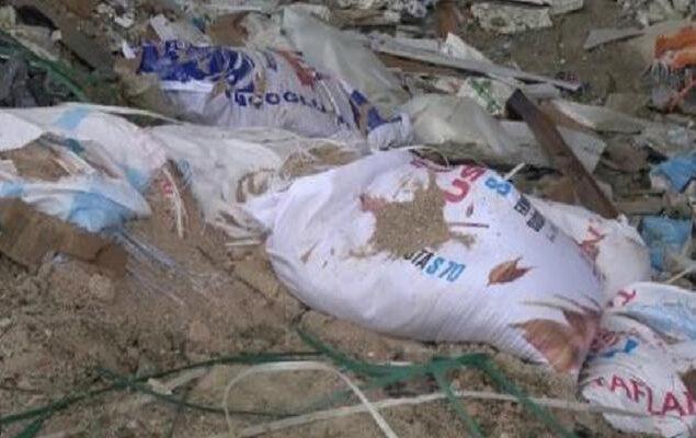 İnşaattan atılan moloz çuvalı üzerine düşen işçi, ağır yaralandı 2