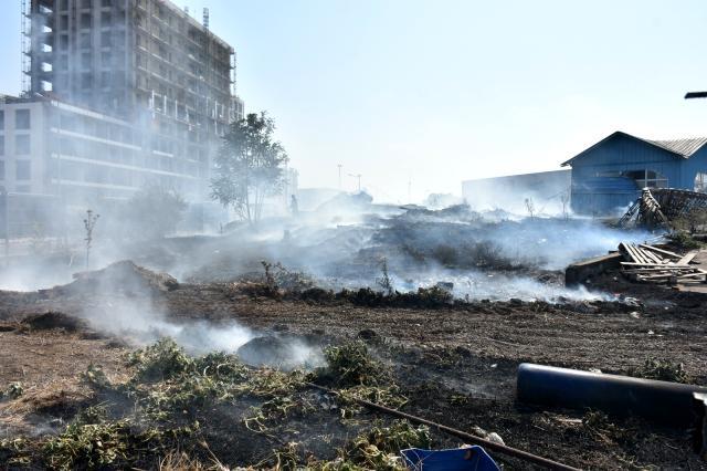 Demir kesen işçi fabrika bahçesini yaktı 2