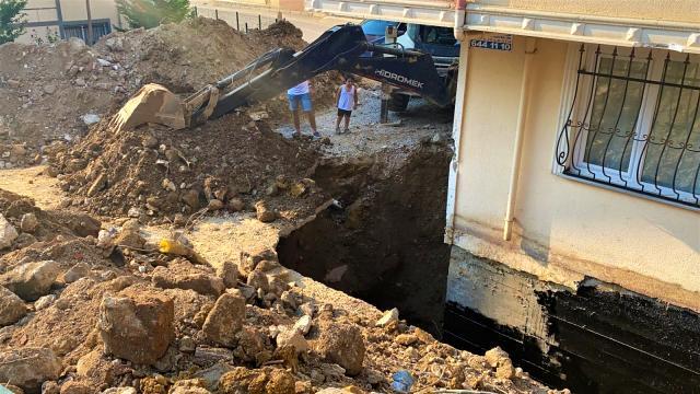 Gebze'de toprak altında kalan işçi kurtarıldı