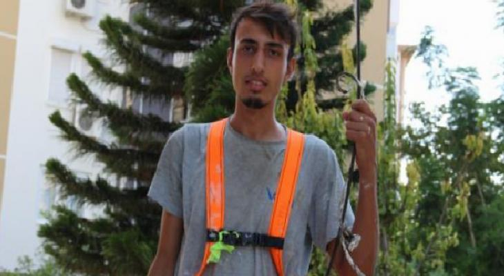 Kardeşiyle mahsur kaldığı iskeleden emniyet kemeri sayesinde kurtarılan işçi, iş güvenliğine dikkati çekti 6