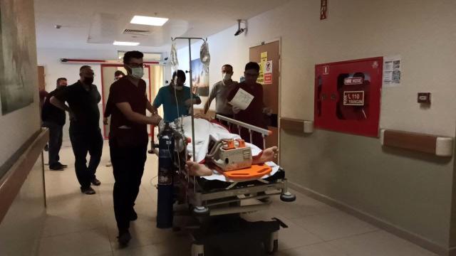 Bursa'da çatıdan düşen işçi ağır yaralandı 2