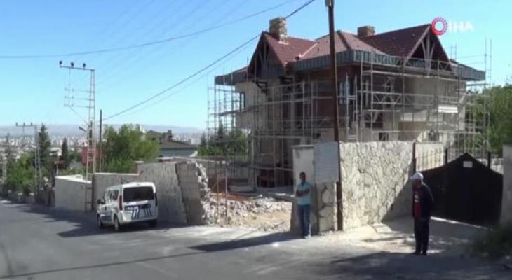 Kayseri'de inşaat zeminine düşen işçi ağır yaralandı 11