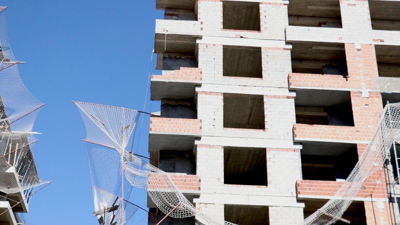 Erzurum'da iş cinayeti:İnşaatın 8'inci katından düşen Arif Kartal hayatını kaybetti 9