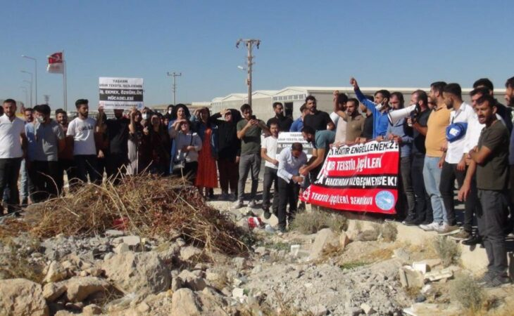 Şanlıurfa'da işten çıkarılan 350 işçi fabrika önünde eylem yaptı 1
